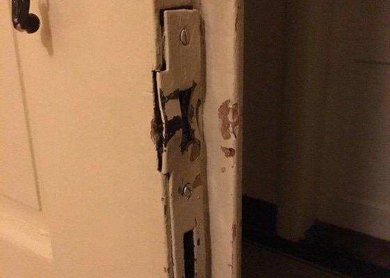 Oprava zámku bytových dveří