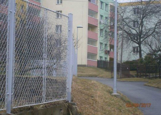 Vyrovnání rámkového plotu