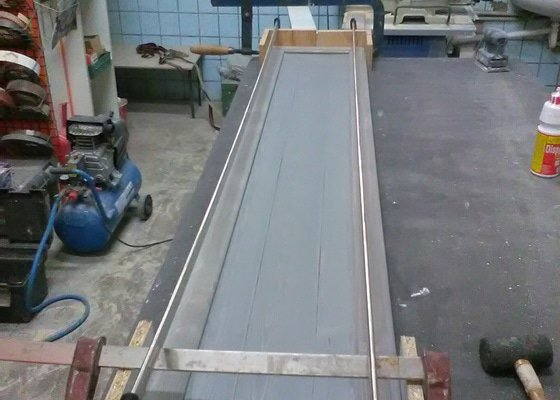 Výroba postele ze dřeva