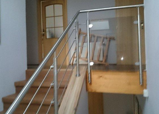 Zábradlí na schodiště
