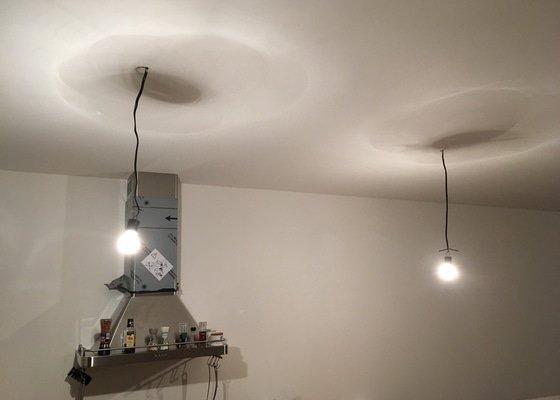 Zavěšení a napojení zrcadla a světel na elektřinu; Elektroinstalace ventilátoru; Úprava elektrické zásuvky
