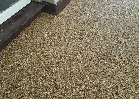 Kamenny koberec na balkon