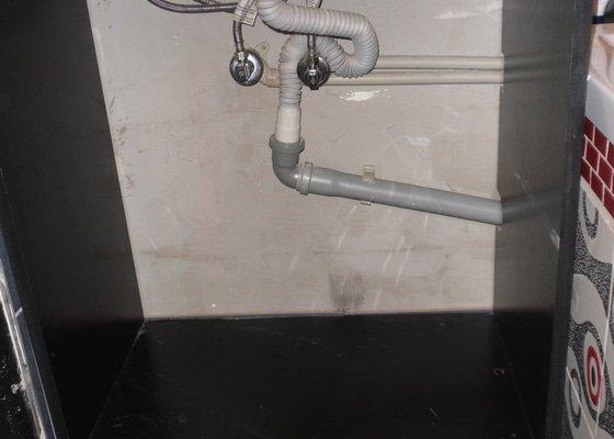 Truhlářské práce - Koupelnové skříňky na míru