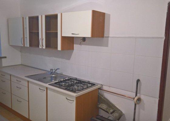 Rekonstrukce koupelny, kuchyně a vymalování