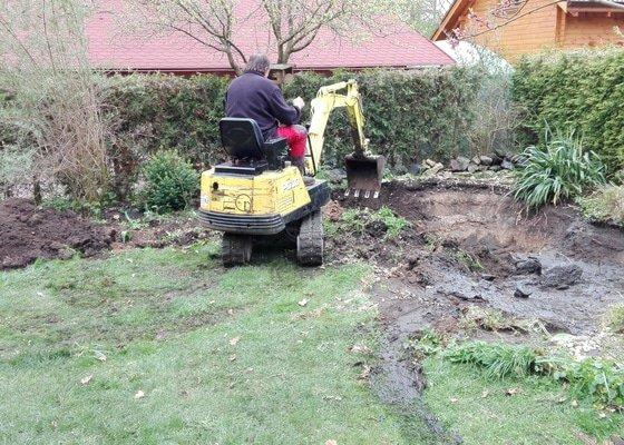 Úprava (vyhloubení)terénu pro zahradní jezírko