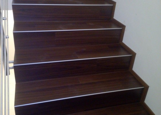 Pokládka vinylové podlahy schody
