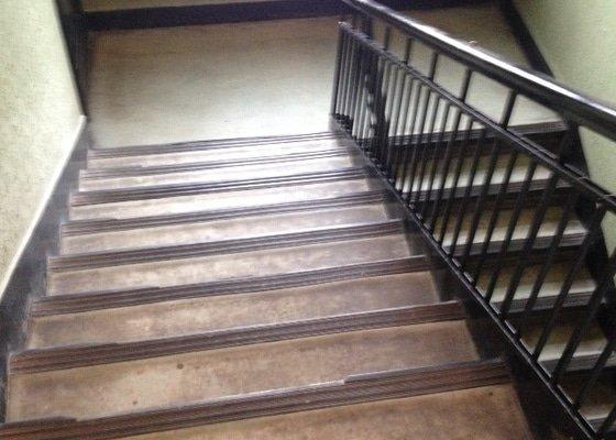 Renovaci podlahy a schodiště