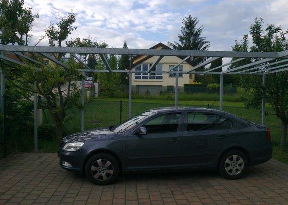 Pokrytí garážového staní a zádveří polykarbonátem