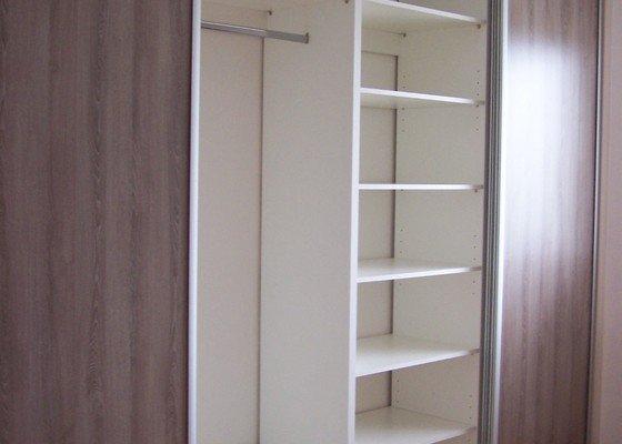 Vestavěná skříň a interiérové dveře