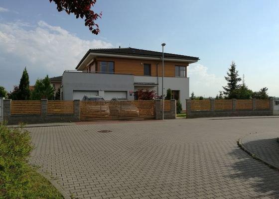Natěračské práce - RD: dřevěná fasáda, dřevěná euro okna, plot