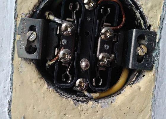 Oprava elektroinstalace v obýváku + přesekání vypínače v ložnici