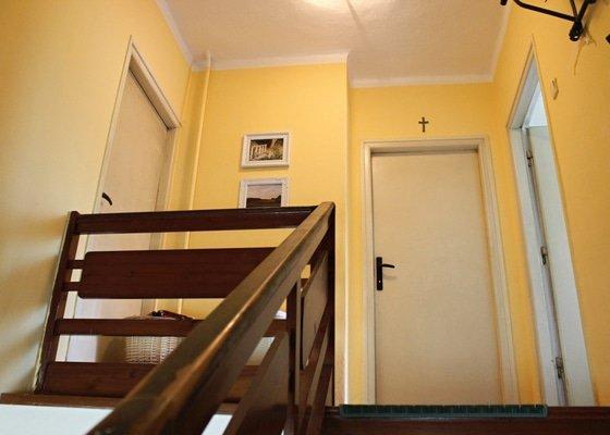 Sádrokartonová příčka a vestavění dveří