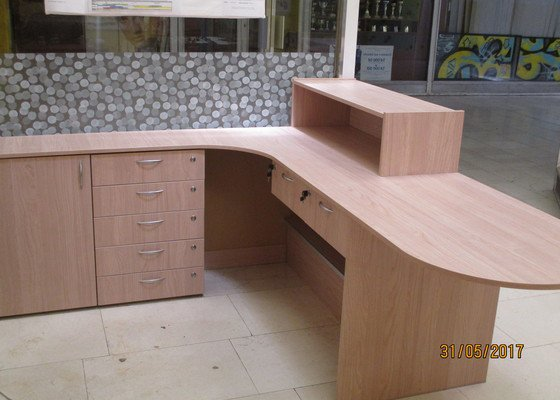 Recepční stůl