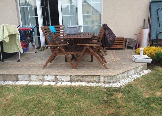 Realizace kamenného koberce na terase