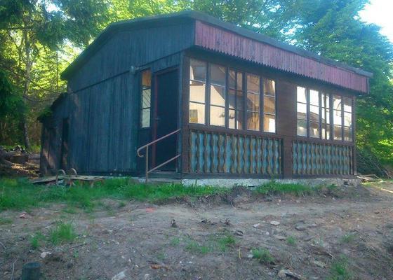 Demolice dřevěné rekreační chaty