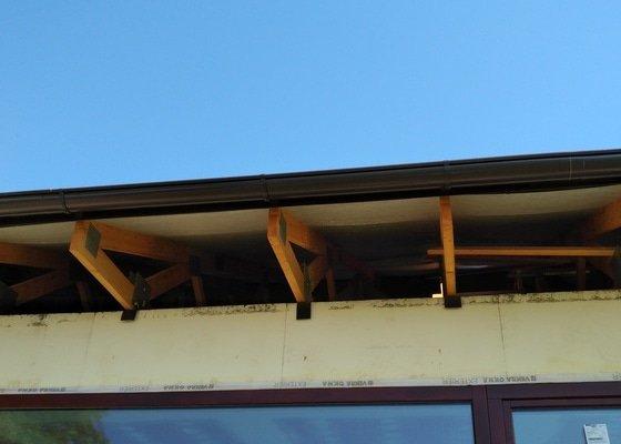 Realizace venkovních střešních podhledů u rodinného domu - Pečky