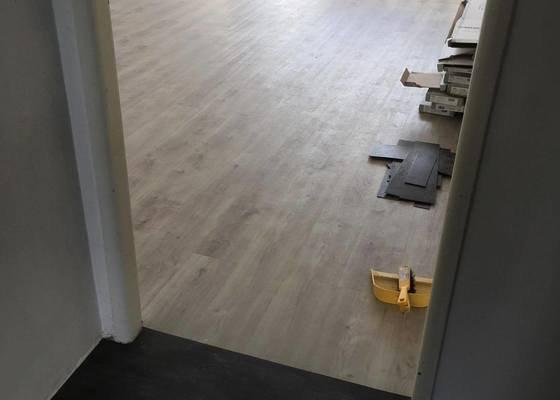 Vyrovnání podlahy stěrkou, lepení vinylové podlahy