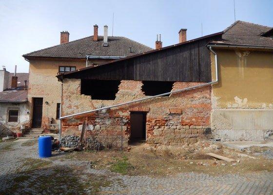 Oprava a zpevneni zdi, zazdeni dveri, zazdeni oken