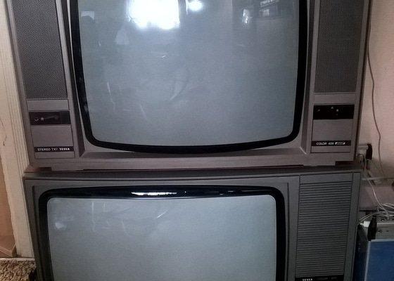 Výroba nábytku na míru, mdf regál pro televizory.