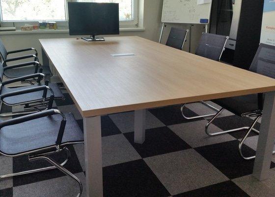 Stůl s komodou do zasedací místnosti