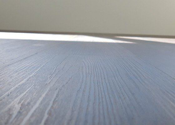 Vyrovnání samonivelační stěrkou,lepení vinylových dílců Moduleo