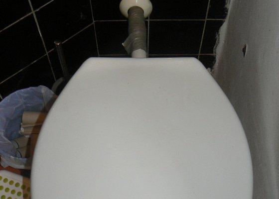 pohled na vstup splachování do záchoda