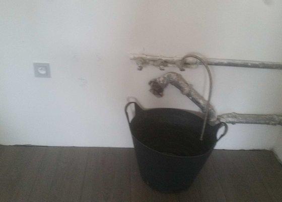 Úprava rozvodu teplé a studené vody a odpadu před instalací kuchyně