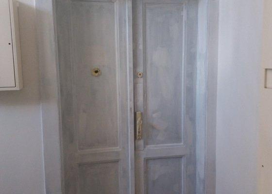 Renovace vchodových dveří do 8 bytů