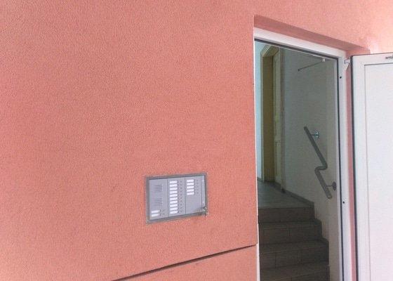 Oprava/rekonstrukce domovních zvonků/tabel/telefonů - bytový dům s 16 byty Plzeň