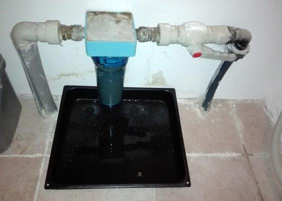 Oprava vodoinstalace - nefunkční HUV a prosakující vodní filtr