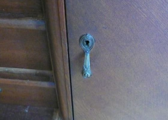 Odemknout zámek u skříně (zámečník)
