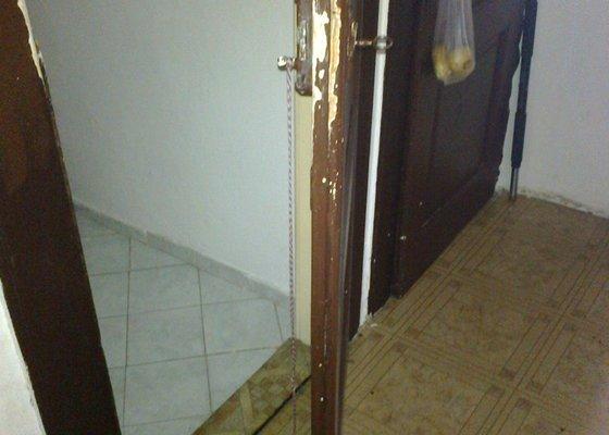 Oprava dveří/zámku u WC