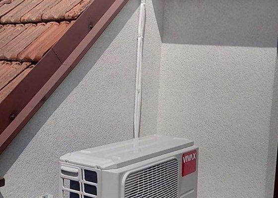 Montáž klimatizace do podkrovního bytu.