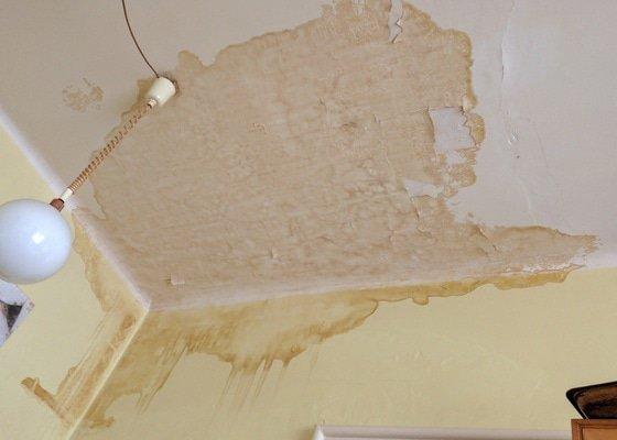 Vymlování dvou pokojů po vytopení shora