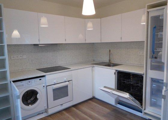 Kompletace rekonstrukce bytu - podlahy + dveře
