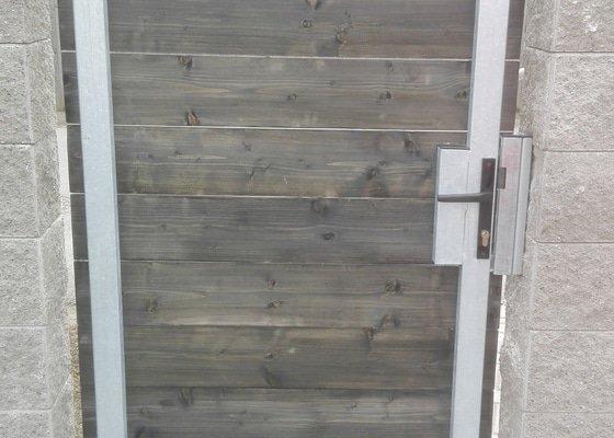 Samonosná brána s brankou
