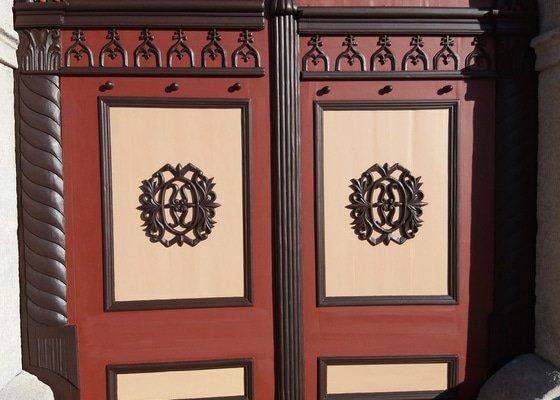 Oprava vrat a vchodových dveří se světlíkem