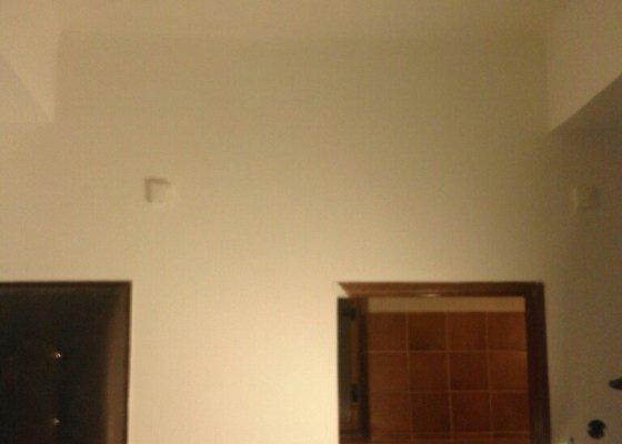 Štuk, malba . byt 78m2 -stropy bez sterky, pouze malba + dozdeni 2 futer