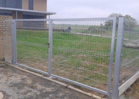 Plot, branka a brána z 3D průmyslových panelů o délce 22 metrů