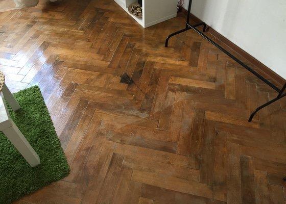Renovace parket, nové dřevěné lišty a 3 dřevěné prahy