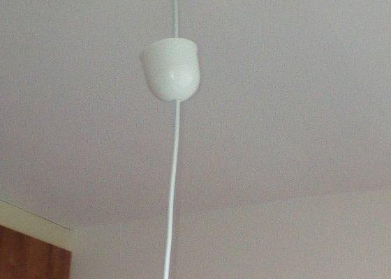 Upevnění  papírového lustru ke stropu