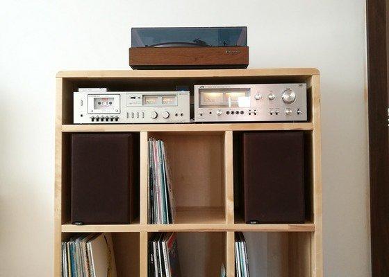 Nábytek na míru - stolek pod gramofon