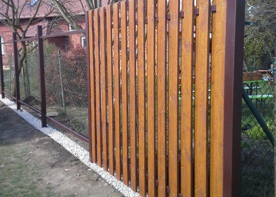 Realizace dřevěného plotu