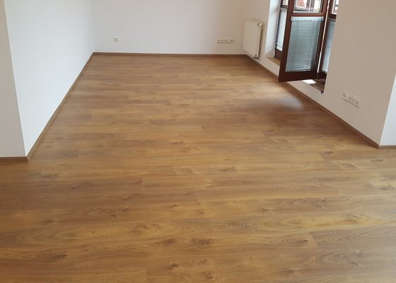 Pokládka dřevěné plovoucí podlahy