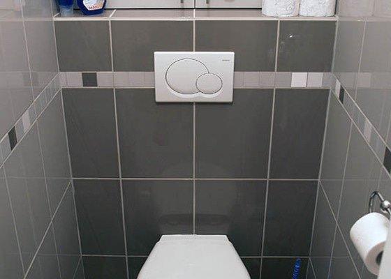 Zadní stěna WC, dvoukřídlá revizní  dvířka