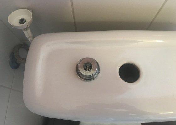Výměna vypouštěcího ventilu wc