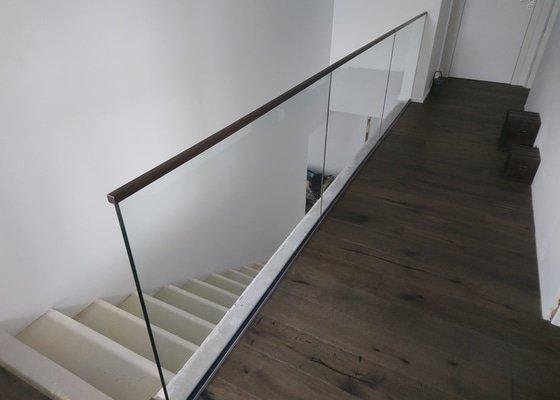 Skleněné zábradlí , skleněné posuvné dveře