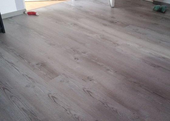 Rekonstrukce podlahy,pokládka vinylove podlahy na starou dlazbu 21m2