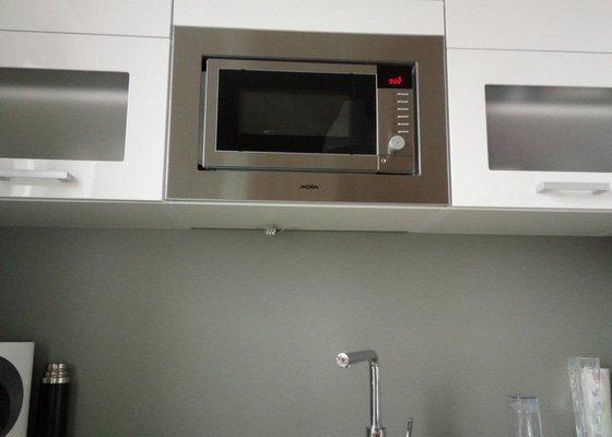 Instalace led osvětlení pod kuchyňskou linku