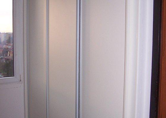 Výroba vestavěných skříní nebo renovace původních